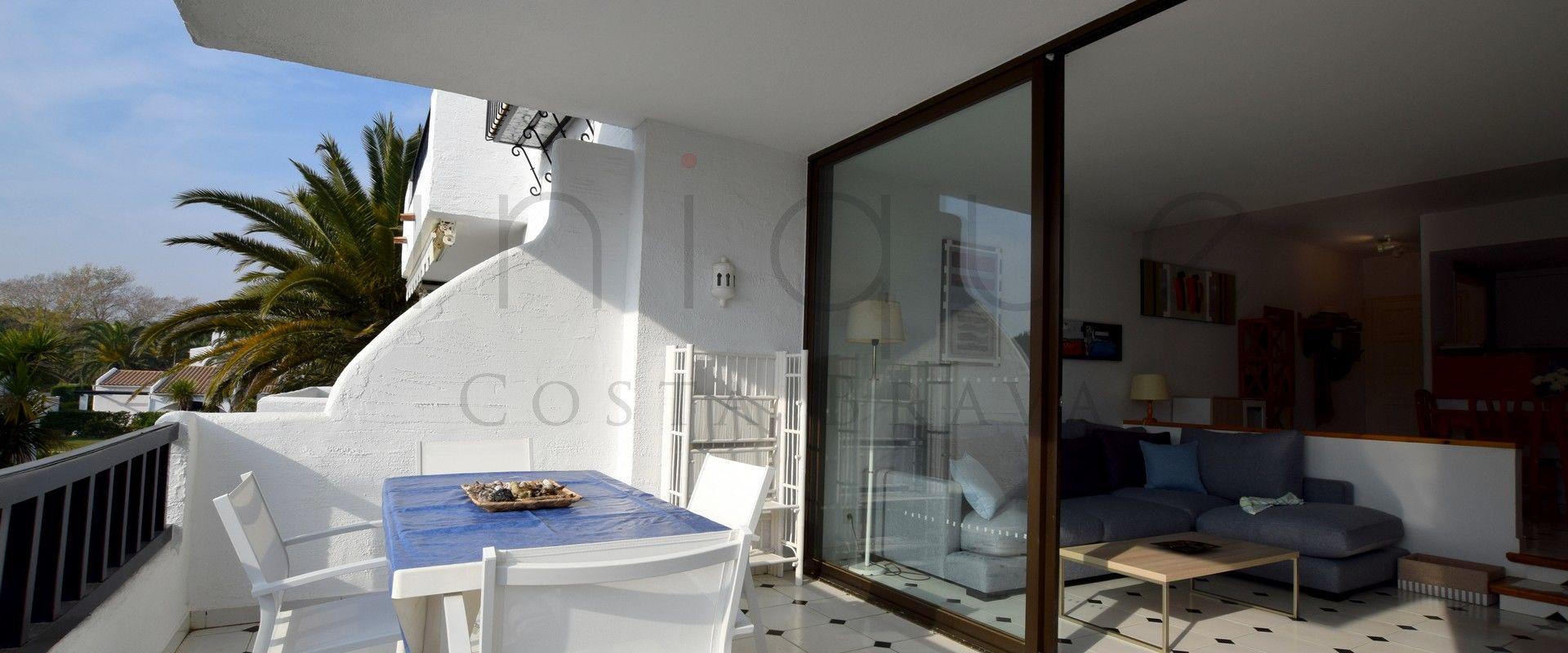 Appartement lumineux avec piscine communautaire 50 for Piscine 50 metres